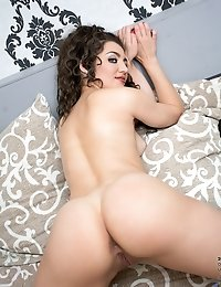 Hot mom teases her plump juicy ass when she gets horny