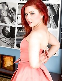 Redhead mommy slips off her sexy pink dress