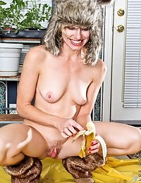 Milf Mary Jane makes a banana split inside her hairy milf pussy