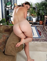 Delicious and curvy milf spreads her juicy twat wide open
