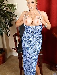 Busty Anilos milf with puffy nipples spreads her juicy matured cougar pussy