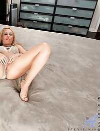 Sexy blonde tickles her soft shaved twat with magic wand