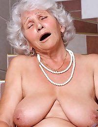 Experienced Anilos Betty plunges a red rubber vibrator deep inside of her cock craving old fuck hole